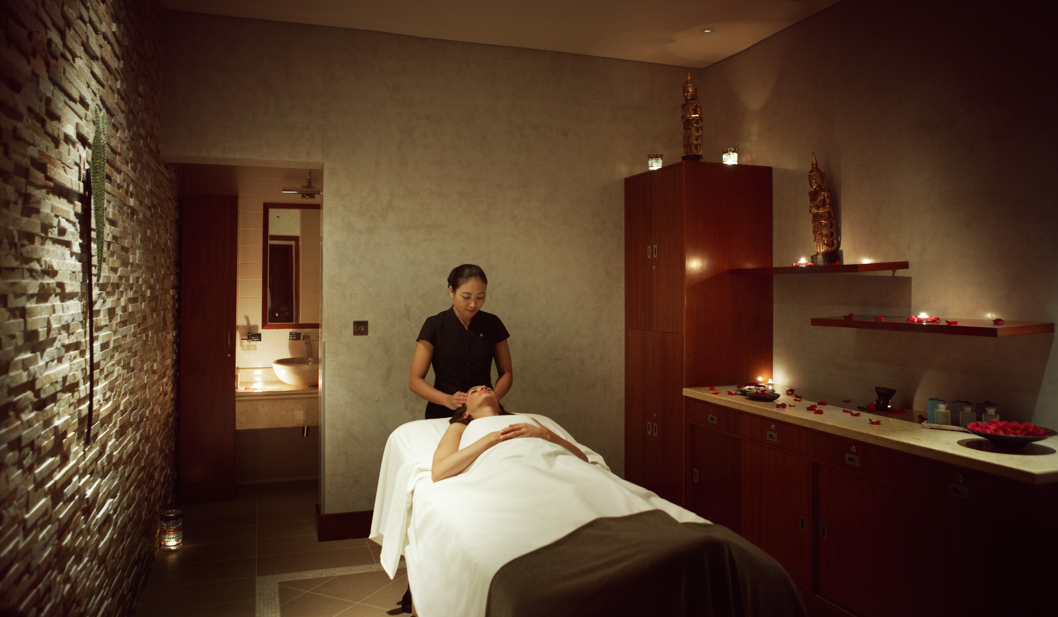 raffles-spa-treatment-room